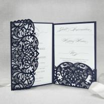 Dunkelblaue Pocket Einladung mit Laser geschnittenem Ornamenten (5-603-179)