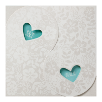 Romantische Hochzeitseinladung mit zwei miteinander verschlungenen Herzen