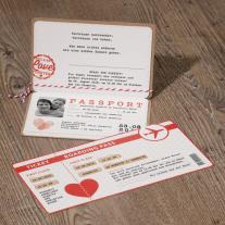 Hochzeitsreisepass auf Packpapier mit passender Bordkarte