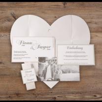 Elegante Pochette-Hochzeitseinladung auf Perlmuttpapier mit Blumen
