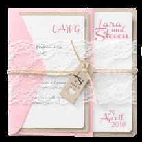 Liebliche Hochzeitseinladung auf Packpapier mit Spitzen-Banderole