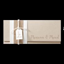 Hippe Hochzeitseinladung verarbeitet auf Packpapier mit Jute-Banderole
