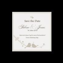 Save-the-Date passend zur lieblichen Hochzeitseinladung mit großem Herzen
