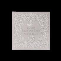 Save-the-Date passend zur Hochzeitseinladung in Hülle mit Metallherzen